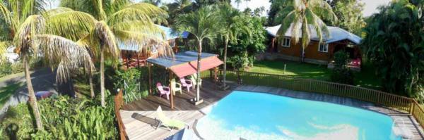 Vos gites en Guadeloupe face à la piscine
