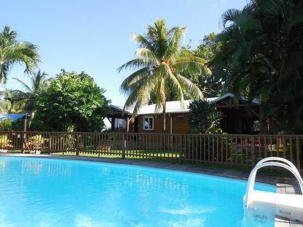 Vos gites en Guadeloupe face a la piscine.