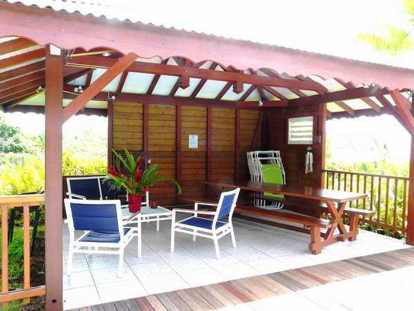 Le carbet aménagé de votre location en Guadeloupe.