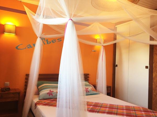 Chambre parentale aux gîtes Lamatéliane, Guadeloupe.