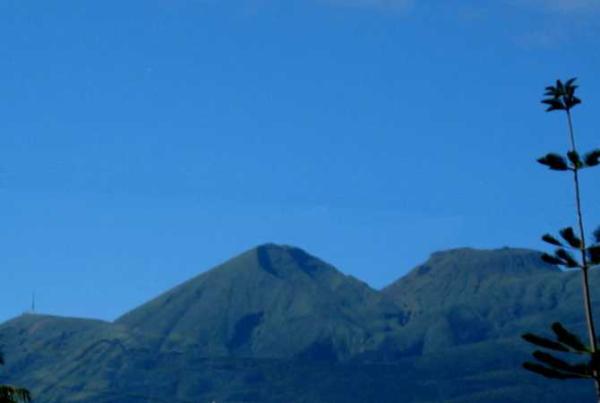 Vue sur la Citerne, l'Echelle et la Soufrière près de nos locations.
