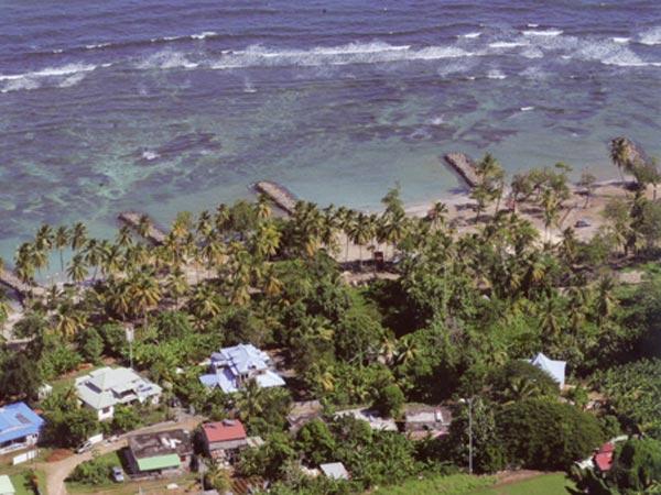 The beach of Roseau near Lamateliane