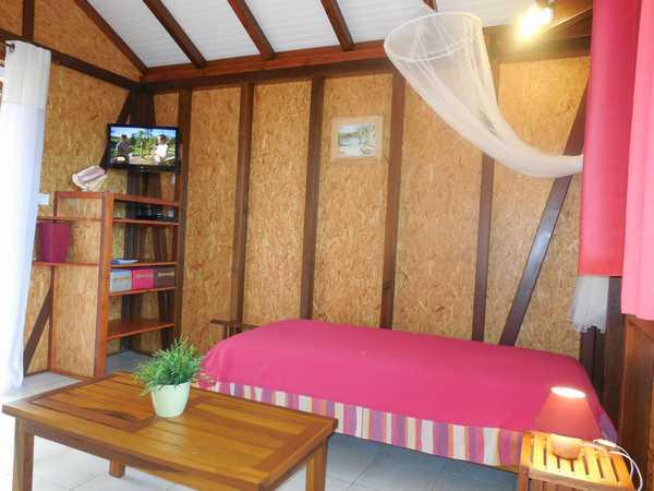 Espace salon aux gîtes Lamatéliane, Guadeloupe.
