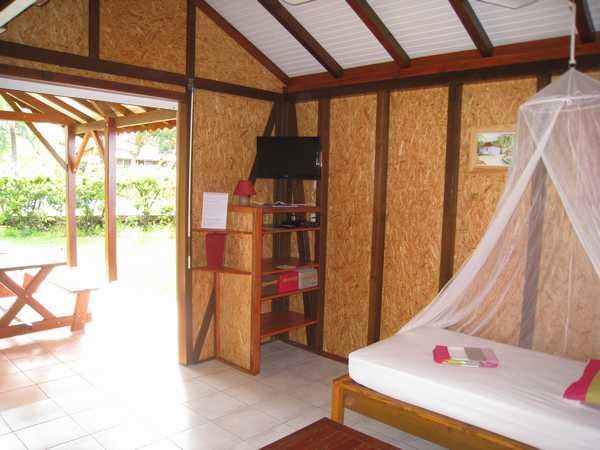 Salon/chambre du gite, ouvert sur la terrasse.