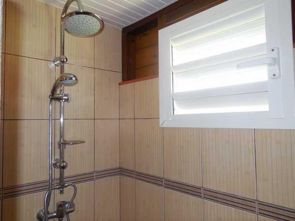 A Lamatéliane, large douche à l'italienne dans chaque gite.