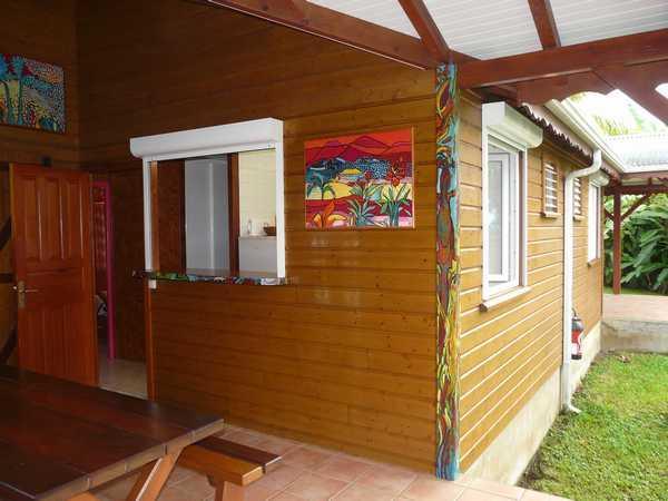 Terrasse du gite Antilles décorée par l'une de nos locataires.
