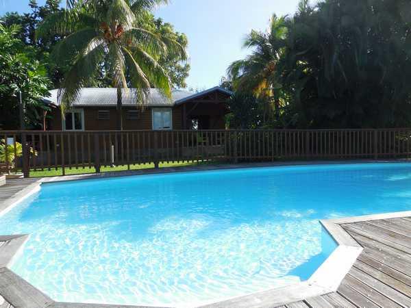 Face aux gites, piscine sécurisée et deck